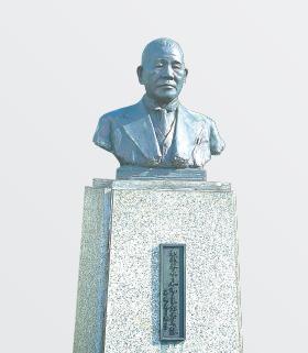 創業者 山本良作(像)Founder:Ryosaku Yamamoto(Statue)